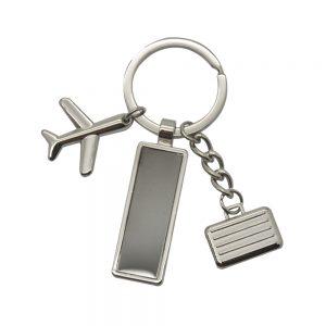 אומרה- מחזיק מפתחות עשוי מתכת עם 2 תליונים ולוחית חריטה במארז מתנה